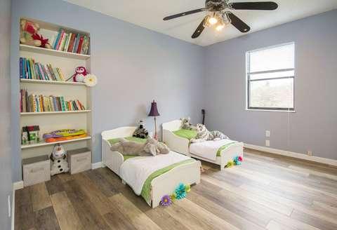 Medium apartment bedroom bookcase 1027509  1
