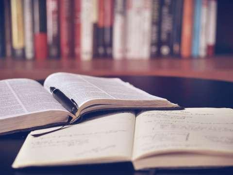 Medium book books bookshelf 159621  1