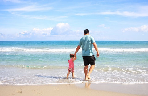 Medium father daughter beach sea 38302  1