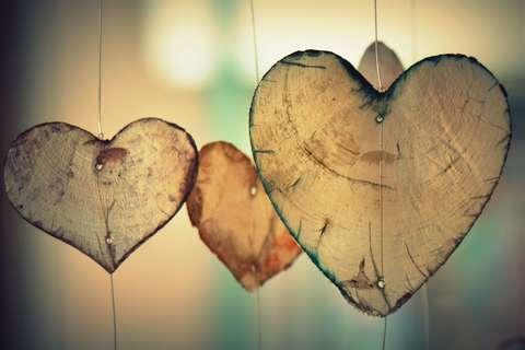 Medium hanging heart romance 37410