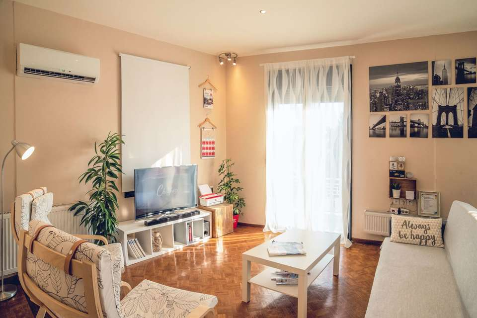 Large airbnb apartment chairs 1428348  1