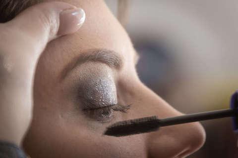 Medium close up eye eye makeup 1383537  1