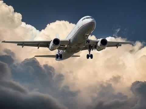 Medium aeroplane aircraft airplane 46148