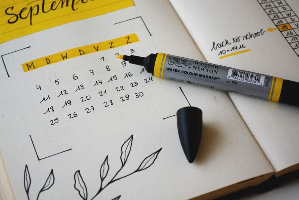 手帳タイプのカレンダー