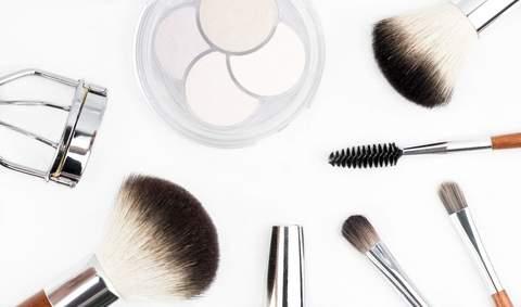 Medium brush brushes cosmetics 212236  1