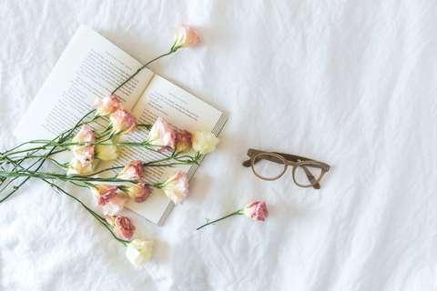 Medium book bouquet card 545042  2