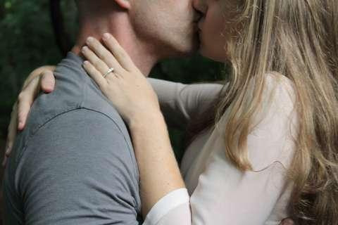 Medium couple hug kissing 18397  1