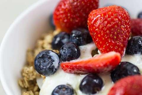 Medium berries berry blueberries 566564  1