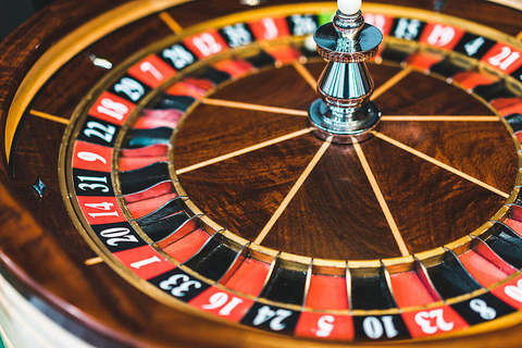 Medium wooden roulette casino game wheel free stock photos picjumbo dsc06243 1080x720 2
