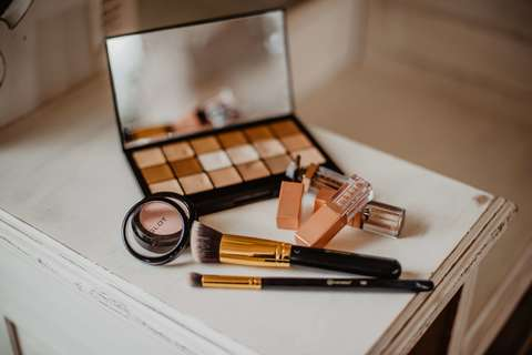 Medium brushes cosmetics desk 2253833