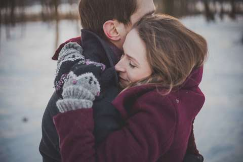 Medium couple hug hugging 45644