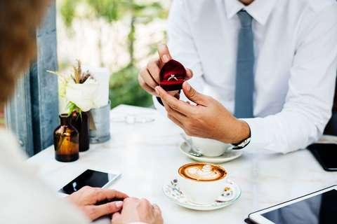 Medium anniversary boyfriend cafe 1266016  1