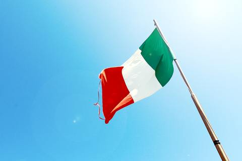 Medium flag flagpole italy 7522
