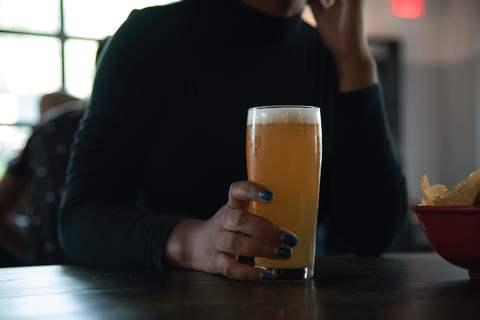 Medium alcoholic beverage bar beer 1269036
